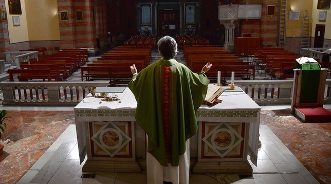 Coronavirus, a Genova la messa è in diretta streaming