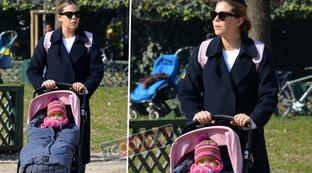 Costanza Caracciolo, passeggiata al parco con la sua Stella