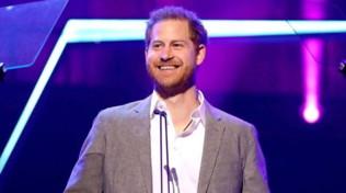 Il principe Harry rientra nel Regno Unito per gli ultimi impegni