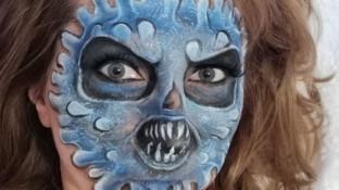 Nella zona rossa carnevale casalingo: c'è anche la maschera del coronavirus