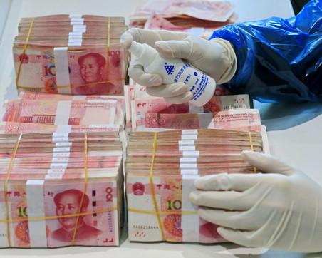 Coronavirus, la Cina chiede alle banche di disinfettare banconote