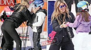 Elena Santarelli sulla neve con i figli ritrova il sorriso