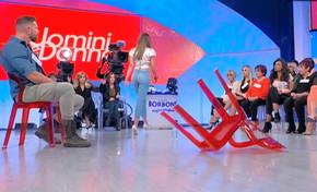 """""""Uomini e Donne"""", Valentina infuriata con Massimiliano: in studio """"vola"""" una sedia"""