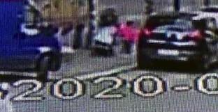 Roma, bimbo abbandonato in carrozzina: arrestata la madre