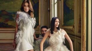 "Bella Hadid posa con la sua ""gemella"" Carla Bruni..."