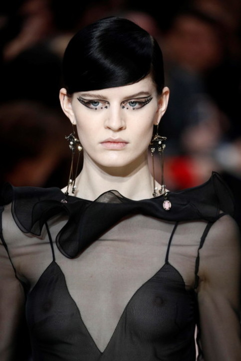 Paris Fashion Week 2020, Valentino: nero, rosso… e trasparenze
