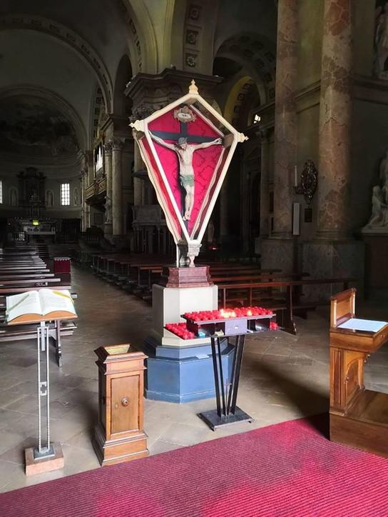 "Coronavirus, nelle chiese esposti crocifissi ""miracolosi"""