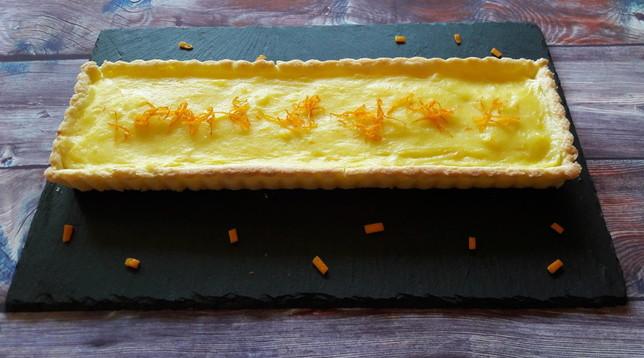 Crostata con crema pasticcera aromatizzata all'arancia