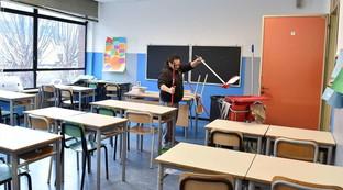 Coronavirus, scuole chiuse fino ad aprile? Decideranno gli esperti | Arezzo: maestra positiva al tampone