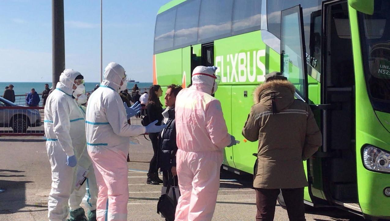 Coronavirus, in fuga dal Nord: controlli su bus e treni a Salerno