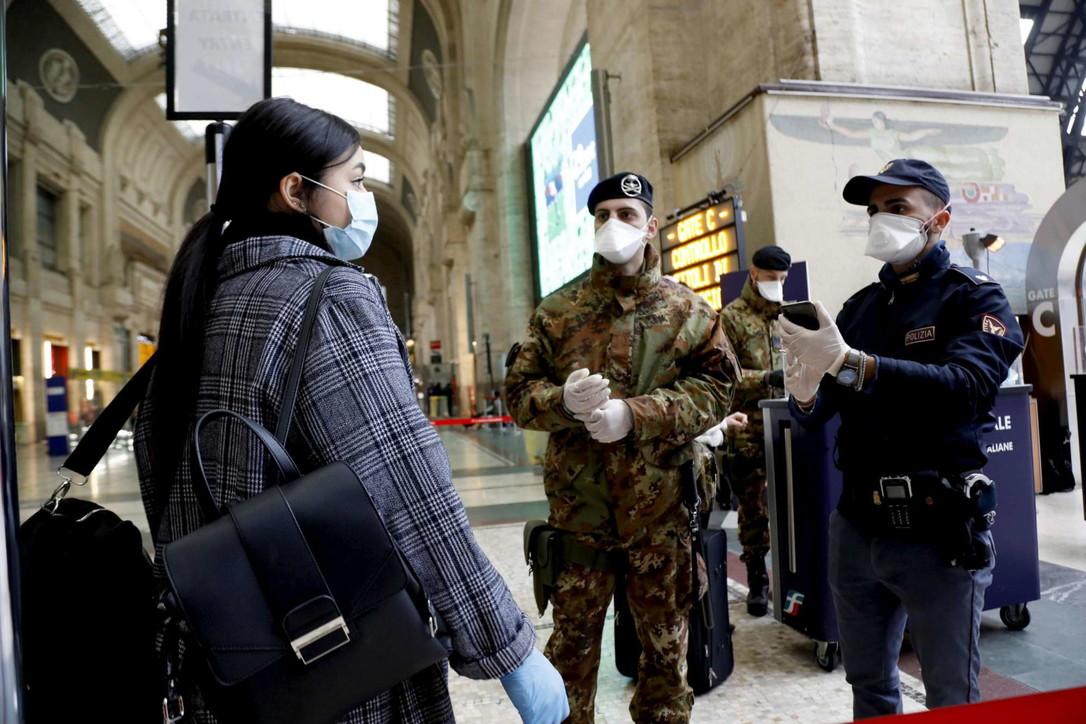 Coronavirus, scattano i controlli in Stazione Centrale a Milano