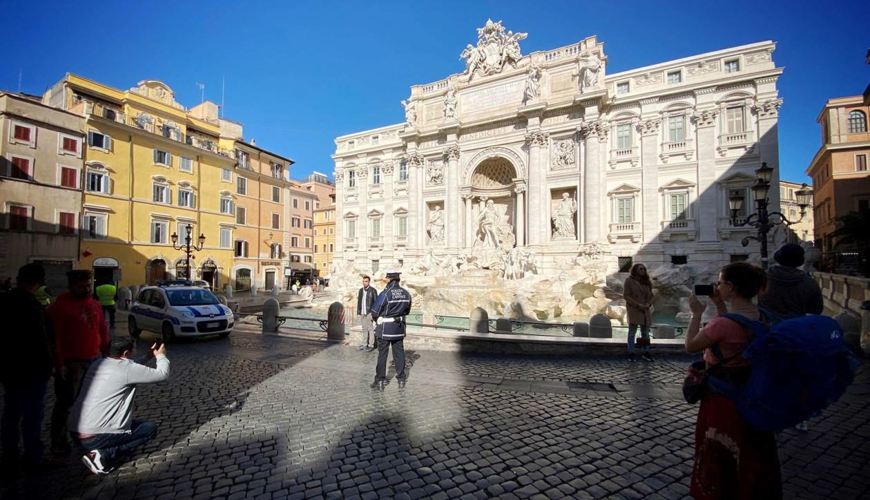 Coronavirus, da Piazza Navona alla Fontana di Trevi:Roma deserta