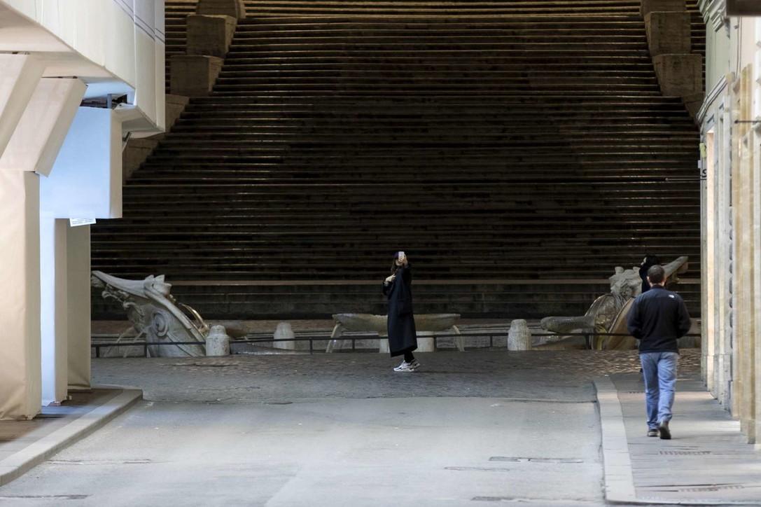 """Roma in """"lockdown"""" per coronavirus: la città è deserta"""