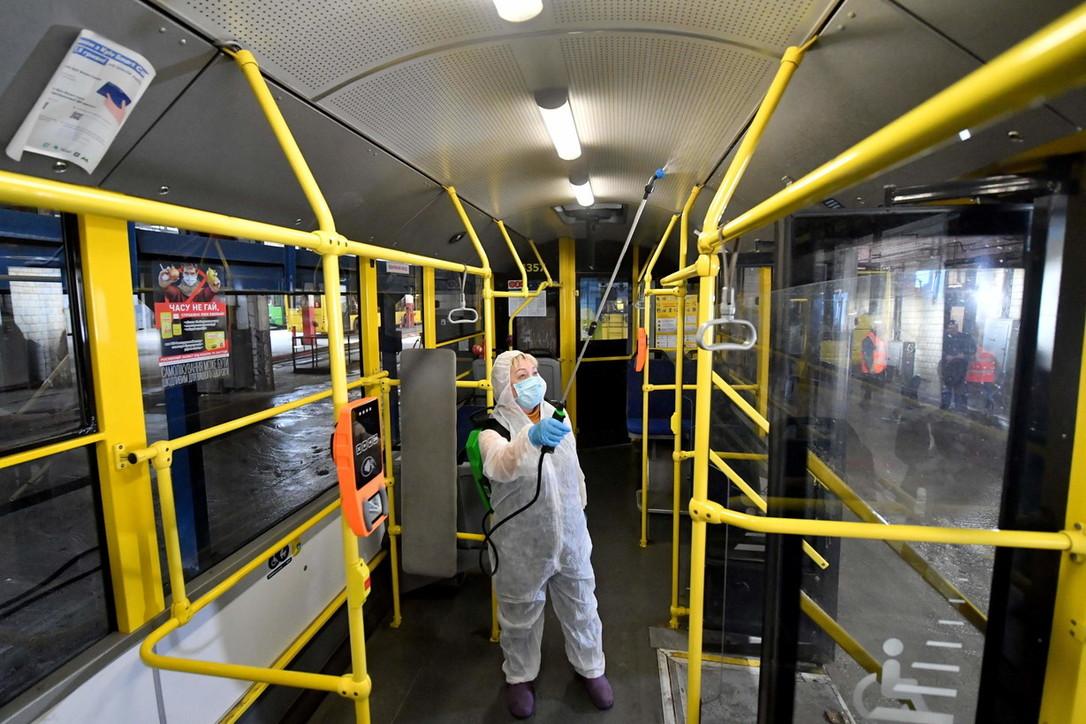 Coronavirus, scatta la sanificazionesui mezzi pubblici