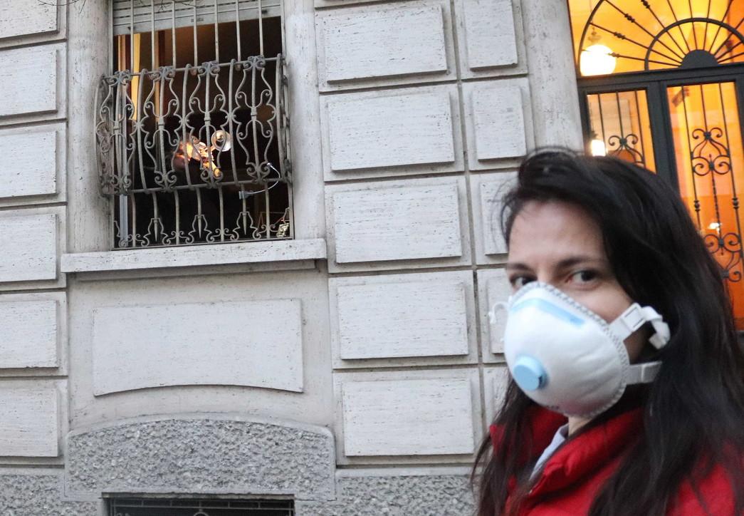 L'italia canta contro il coronavirus: i flash mob al balcone