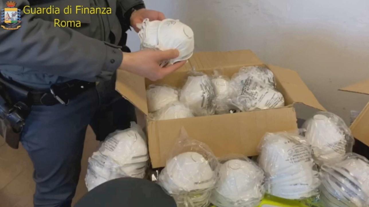 Coronavirus, la Gdf di Roma sequestra 700 mascherine