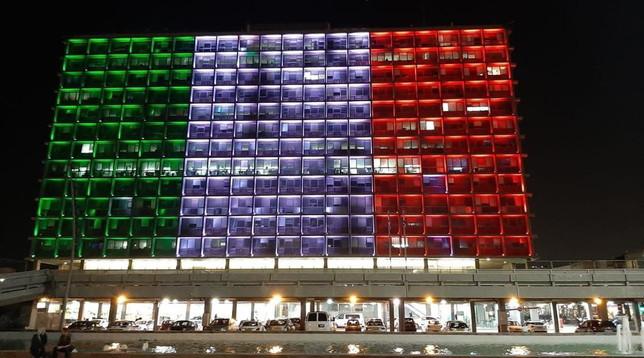 Coronavirus, la solidarietà di Israele: le Mura di Gerusalemme e la facciata del palazzo del Comune di Tel Aviv illuminate con il tricolore