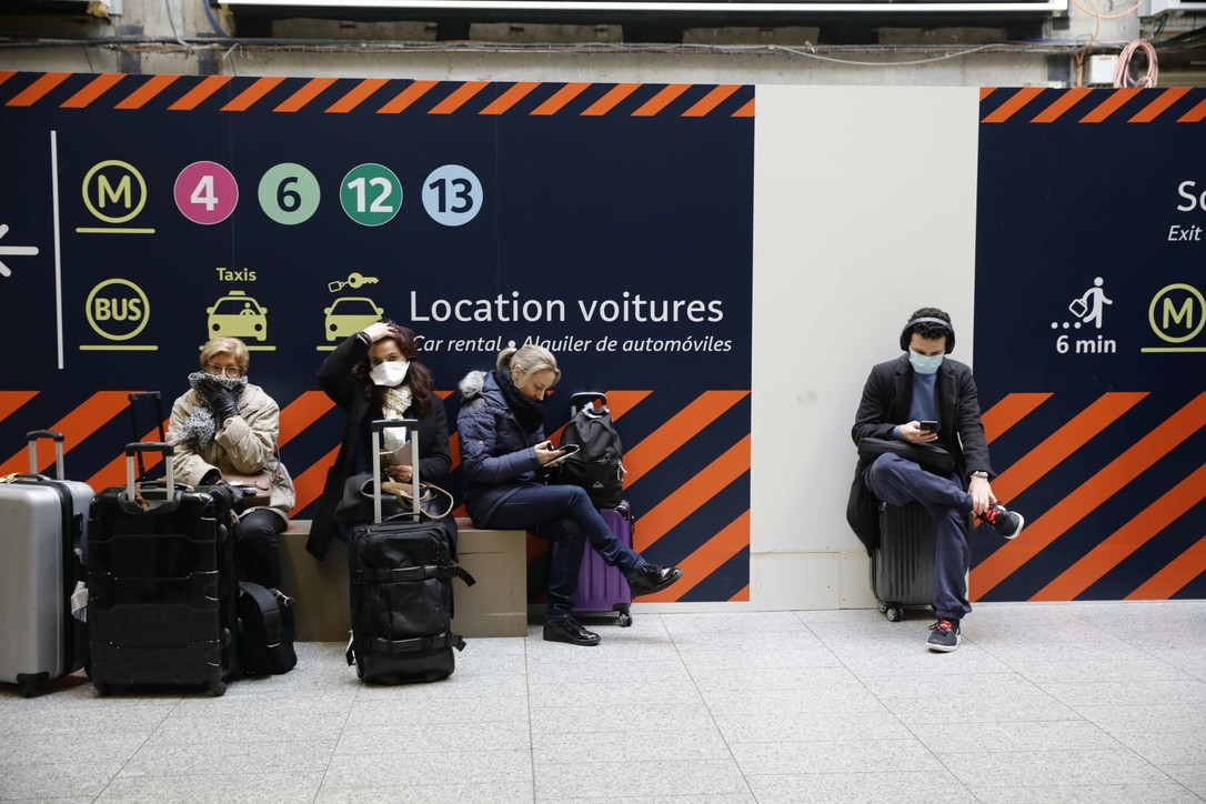 Coronavirus, Francia chiude frontiere: centinaia in fuga da Parigi