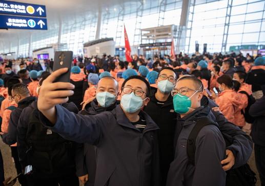 Coronavirus, cittadini in festa a Wuhan:allentata la quarantena in alcune aree