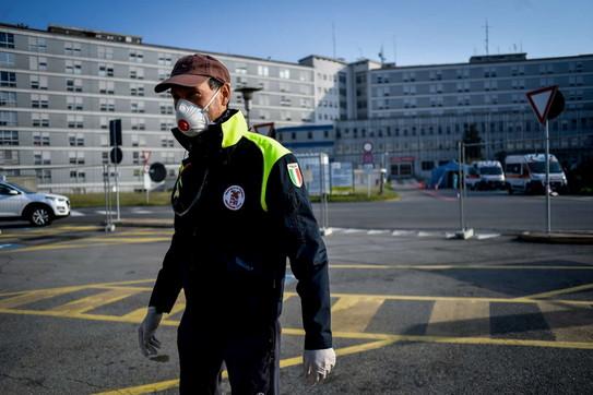Coronavirus, operativo l'ospedale da campo dagli Usa a Cremona