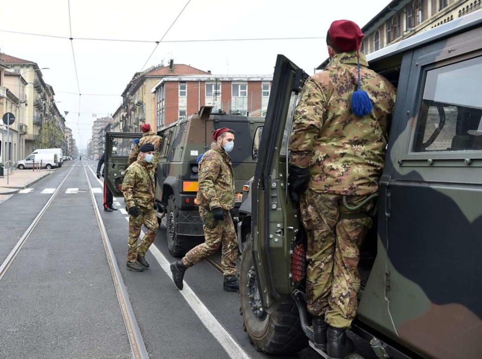 Coronavirus, a Torino esercito e carabinieri controllano le strade