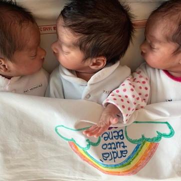 """Coronavirus, """"Andrà tutto bene"""": l'augurio arriva da tre gemellini nati a Treviso"""