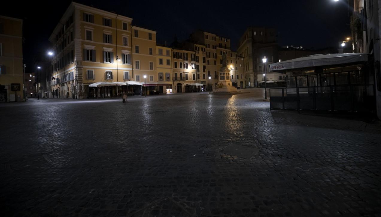 Coronavirus, il centro di Roma è spettrale