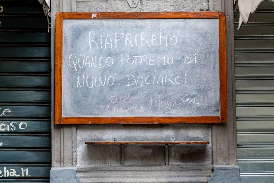 Milano, l'avviso poetico di un locale chiuso per il coronavirus diventa virale