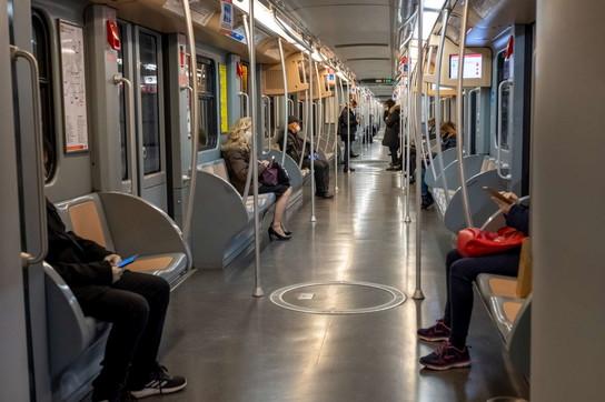 Coronavirus, la metropolitana di Milano deserta all'ora di punta (finalmente)