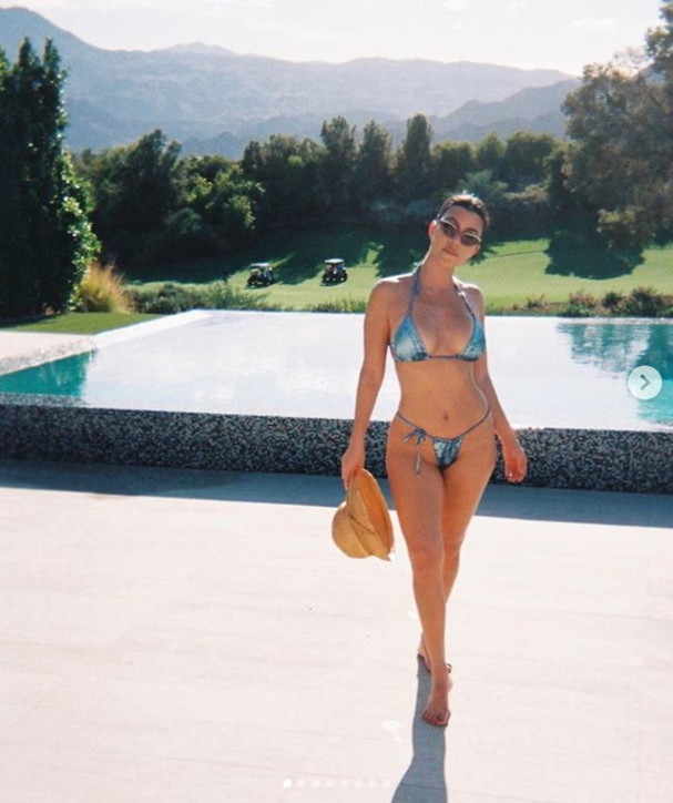 Kourtney Kardashian, bikini succinto a Palm Springs
