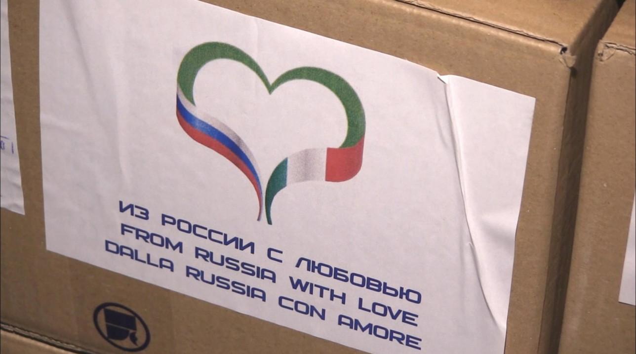 """Coronavirus, """"Dalla Russia con amore"""": gli aiuti di Putin sbarcati a Pratica di Mare"""