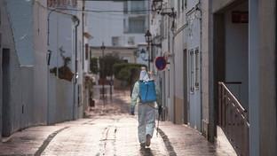 Coronavirus, in Spagna sanificazione delle strade