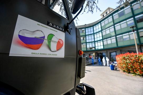 Bergamo, esercito russo sanifica una residenza per anziani
