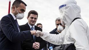 Coronavirus,Di Maio accoglie i 30 medici arrivati dall'Albania