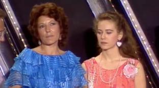 """Elena Sofia Ricci compie 58 anni: eccola ai """"Telegatti"""" nel 1985"""