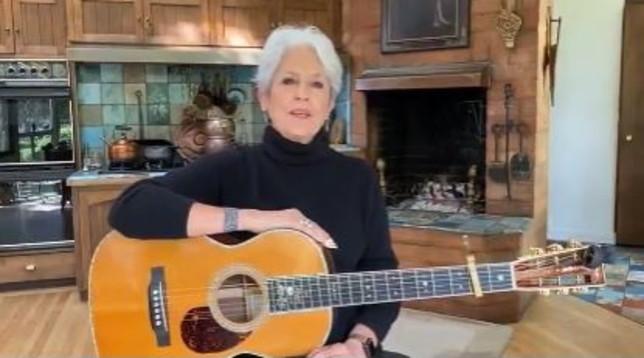 """Coronavirus, Joan Baez canta """"Un mondo d'amore"""" e lo dedica all'Italia"""