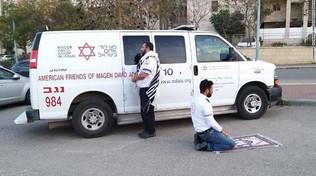 Un ebreo e un musulmano pregano insieme: la foto che ha fatto il giro del mondo