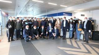 Sono arrivati dall'Albania i 30 medicie infermieri che aiuteranno gli italiani: subito al lavoro a Brescia | Premier Rama: