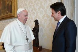 Papa Francesco incontra il premier Giuseppe Conte