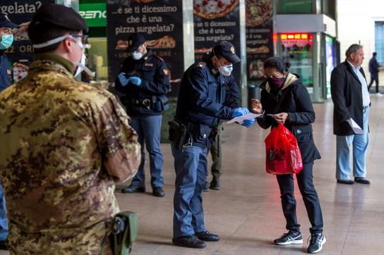 Coronavirus, a Milano meno treni ma controlli serrati nella stazione Cadorna