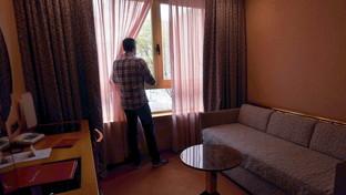 """Milano, nell'hotel """"donato"""" al comune i primi cittadini coronavirus positivi in quarantena"""