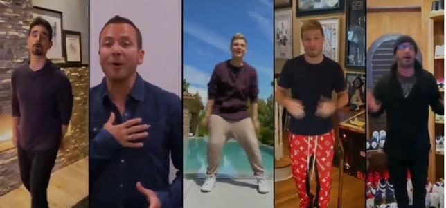 """I Backstreet Boys cantano """"I Want It That Way"""" da casa"""