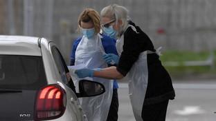 """Coronavirus, sempre più serrato il lockdown in Gran Bretagna: via ai tamponi """"drive in"""""""