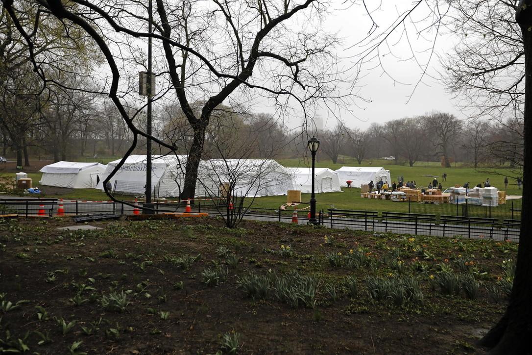 Coronavirus, in costruzione un ospedale da campo a Central Park