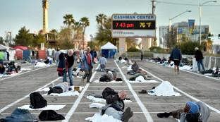 Las Vegas, senzatetto messi a dormire in un parcheggio per evitare epidemia