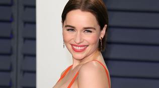 Emilia Clarkeoffre una cena virtuale a chi dona per il Covid-19