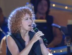 """Buon compleanno Fiorella Mannoia: rivediamola cantare """"Sally"""" di Vasco Rossi"""