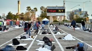Coronavirus, senzatetto sistemati in un parcheggio a Las Vegas: è polemica