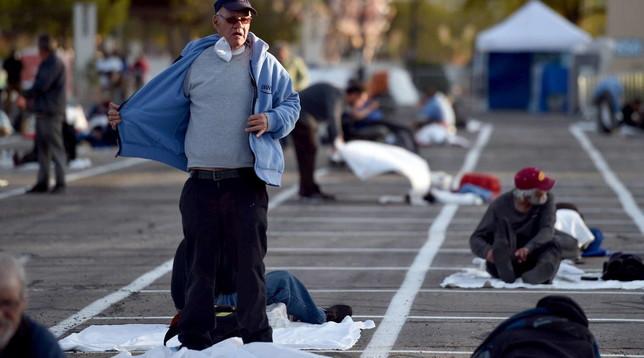 Las Vegas, senzatetto piazzati nel parcheggio Il Papa: foto che colpiscono il cuore | Guarda