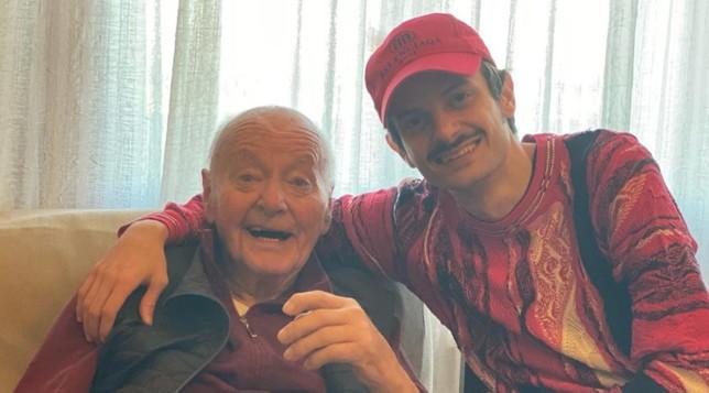 Le foto social di Rovazzi con il nonno